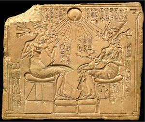 akhenaton_and_his_family1348764248003